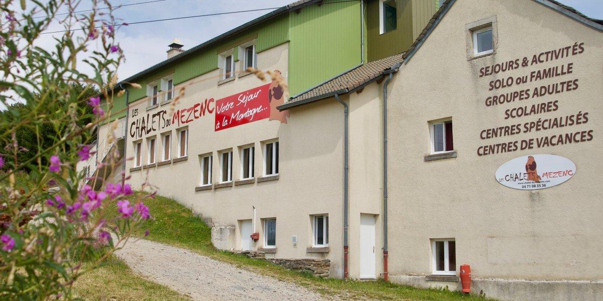 Nouvelle signalétique sur les façades des Chalets du Mézenc